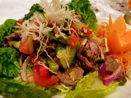 Ázsiai pirítottmarhahús-saláta